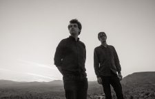 'Far Away From a Distance' adelanta lo nuevo de Simian Mobile Disco